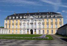 Schloss Augustusburg innenhof - BRühl